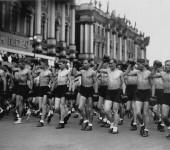 В 30-е годы в Ленинграде организовывались секции спортивной гимнастики